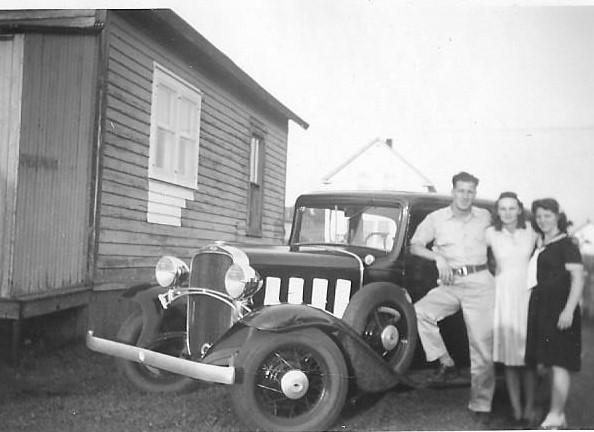 Dad, corlie, 1932 chev 001