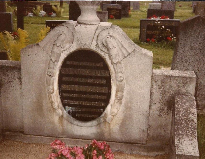 gravestone Heikki and Sanna Tusa 001